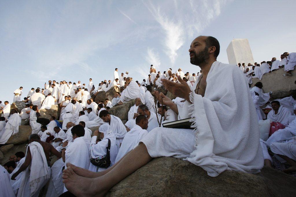 Bedevaartgangers uit alle delen van de wereld bidden op de 'berg van genade' in Mekka om vergeving van Allah